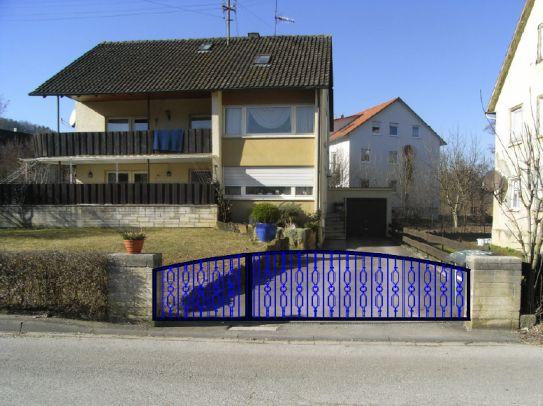 Haus mit Tor